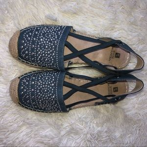 White Mountain denim espadrille sandals size 7